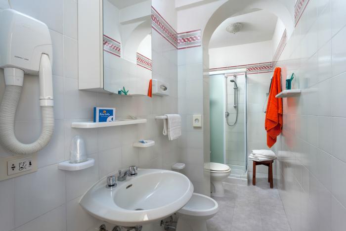 Bagno 237 700px Hotel Riccione 3 Stelle Con Piscina