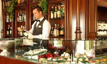 hotel in riccione with garden bar