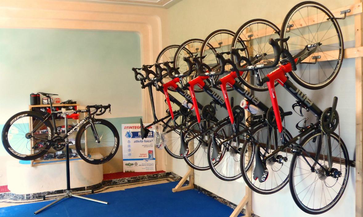 Workshop and bike storage & Workshop and Bike Storage Service - Bike Hotel Riccione: