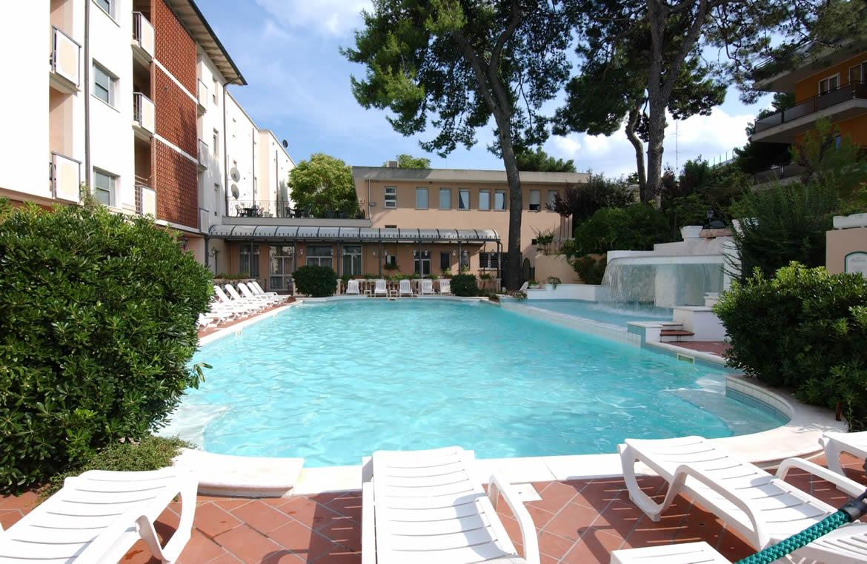 Hotel riccione con piscina e cascata hotel riccione 3 - Hotel merano 4 stelle con piscina ...